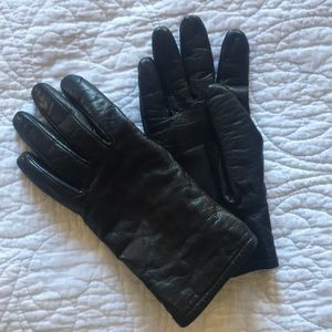 Leather gloves with 3M Thinsulate insulation.